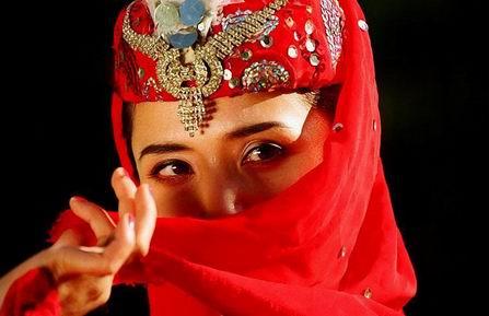 揭开新疆维吾尔族美女的神秘面纱